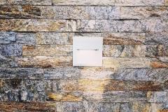Bakarne štanglice od kamena zid