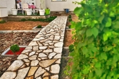Lomljeni prirodni kamen struganik