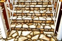 Lomljeni prirodni kamen stepenice