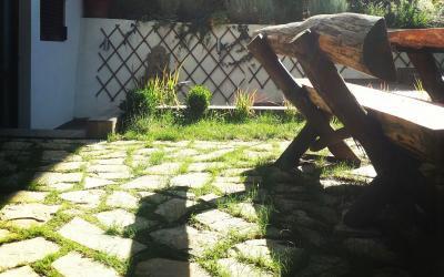 Dekorativni kamen za stazu u kombinaciji sa travom