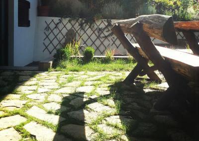 dekorativni kamen u kombinaciji sa travom