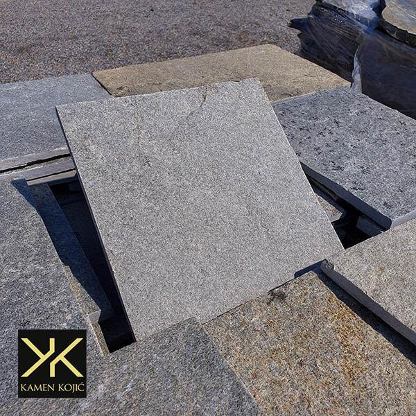 Kamen sečeni sivi