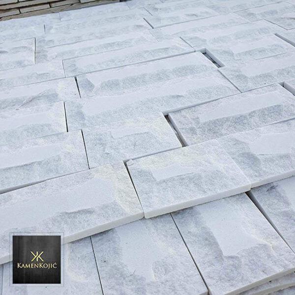 beli krajcovani kamen