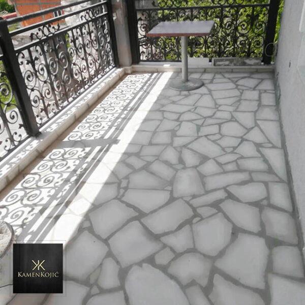 beli-lomljeni-kamen-za-terase.jpg