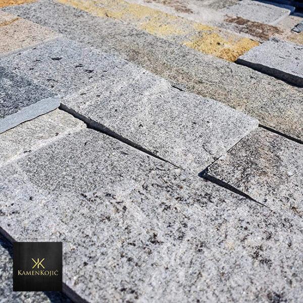 sivi sečeni kamen za ogradu