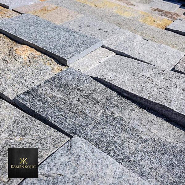 sivi sečeni kamen za stubove