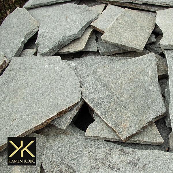 lomljeni sivi kamen