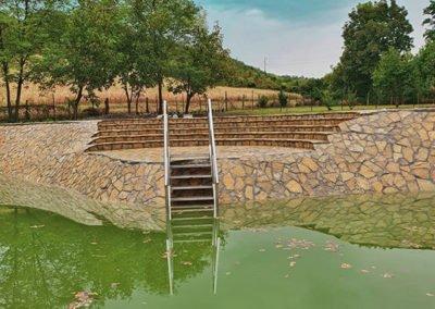 Prirodni kamen jezero