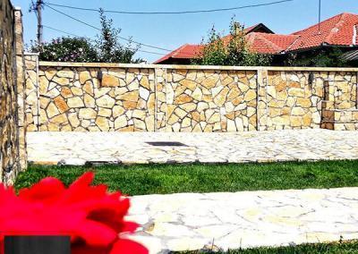 Lomljeni prirodni kamen Beograd dvoršte