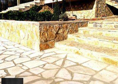 Lomljeni prirodni kamen na stepenicama