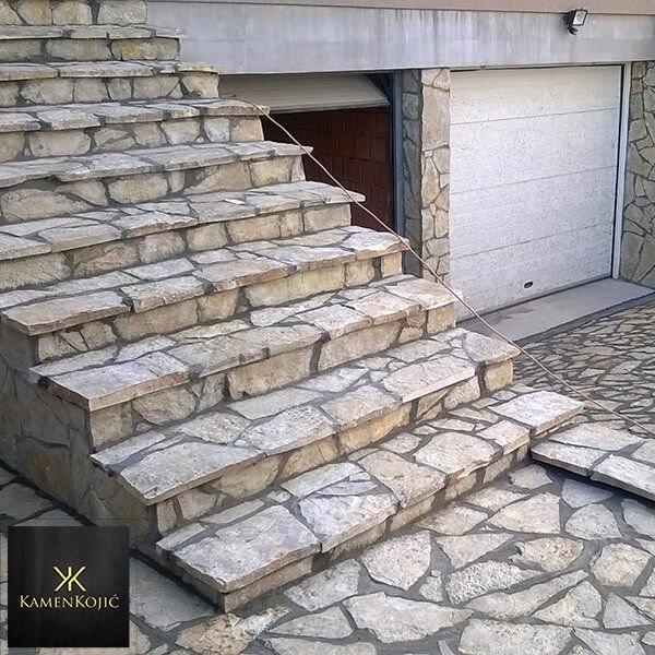 Prirodni kamen Beograd Stepeniste na ulazu