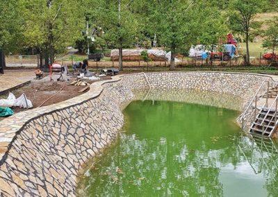 Prirodni kamen plaža jezera Novi Sad